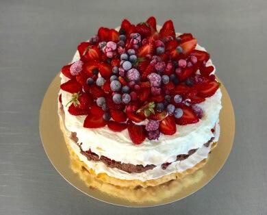 cupcakes candybar prajituri Brasov Bdelicious Tort Pavlova tort bezea